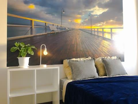 Новая и светлая квартира у залива. Рядом аэропорт