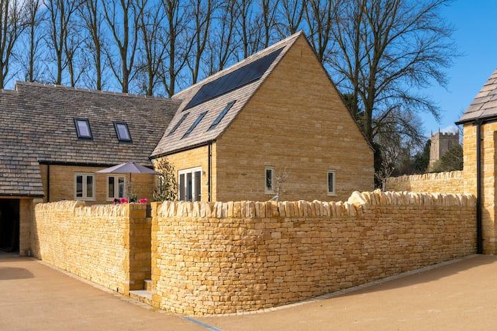 Maple House with hot tub, Ebrington, Cotswolds