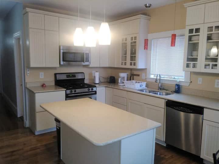 Beautiful 3-Bedroom Apartment - Jamaica Plain