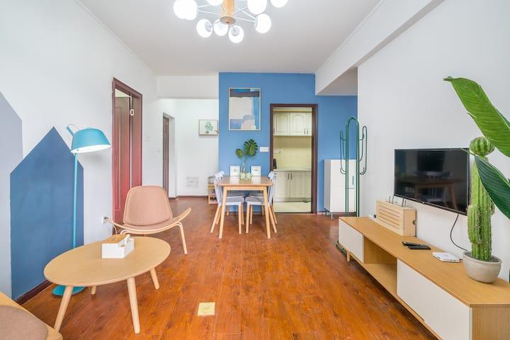 【等风来】清新商务两居室/金融街//高层/公园/购物广场/舒适大床/空调