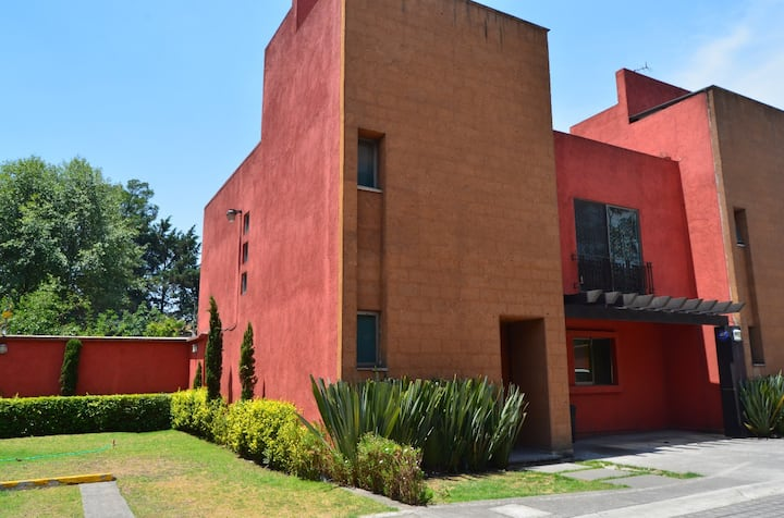 perfect location 7 Toluca arprt and 20 to STA FE