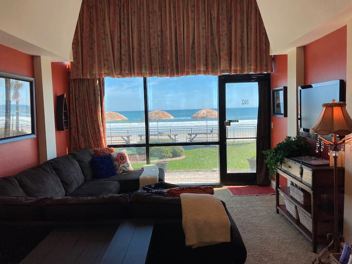 Oceanfront Condo 1st Floor Private Entrance 2 Beds