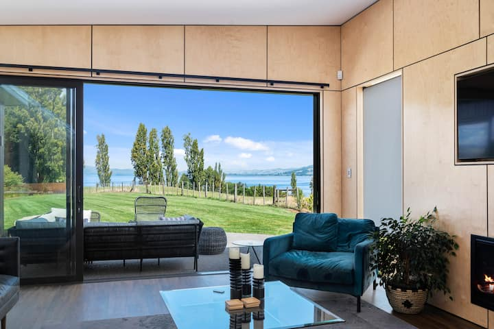 Stylish new 4bd 2bth w lake views & rolling hills