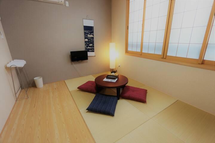 興福寺・猿沢池まで徒歩3分!観光地へのアクセス抜群!ならまち界隈ゲストハウスの和室3人♪