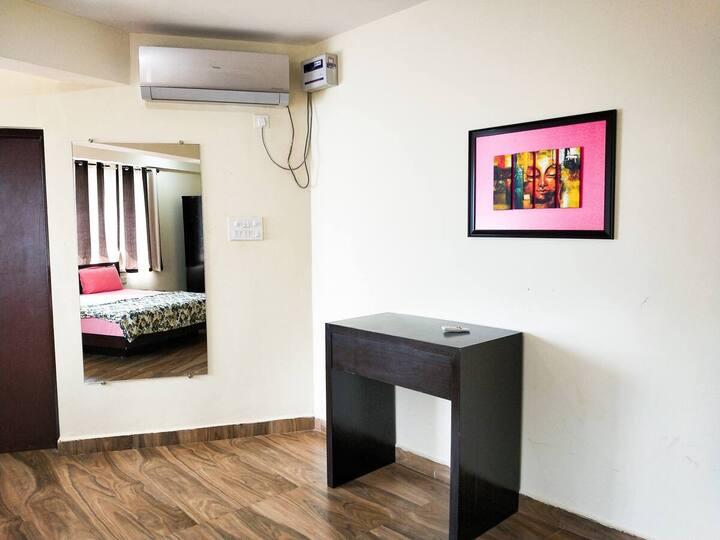 Candolim 1 BHK Cozy & Comfy Apartment WiFi Pool