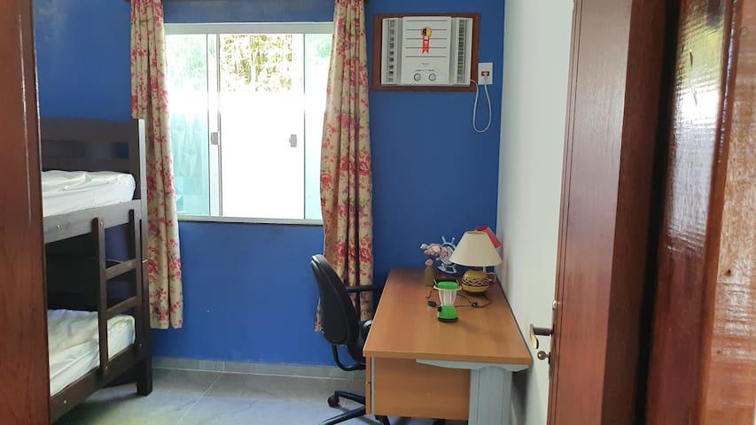 Quarto 2/Escritório/Ótimo espaço para home office.