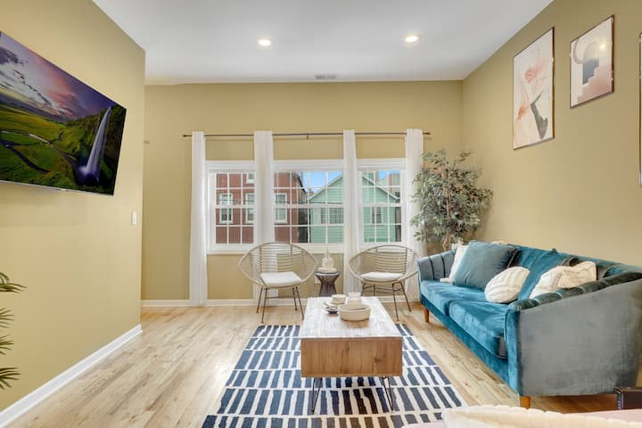 Boho Chic 3BR Apt. w/ Private Rooftop