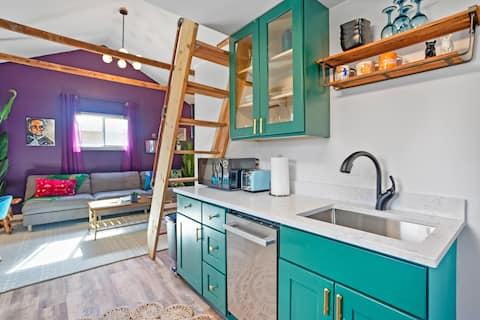 ★Central Tacoma Rainy Retreat★ Tiny House ★ Space