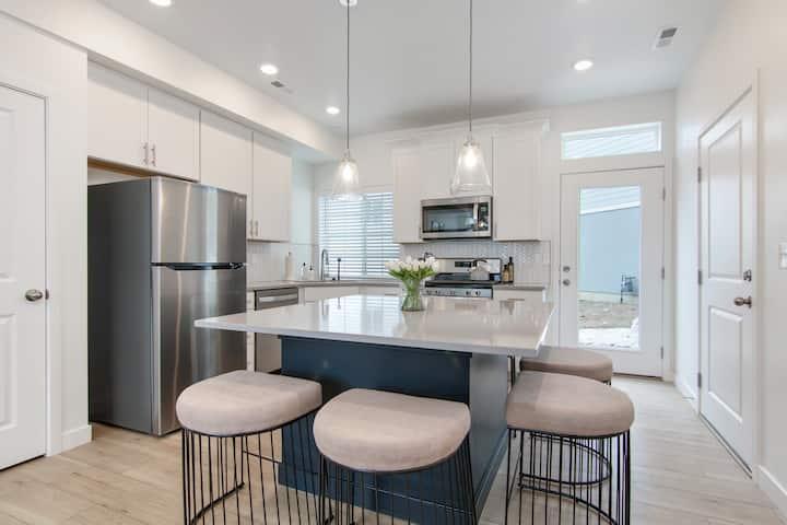 Lehi Contemporary Silicone Slopes Home