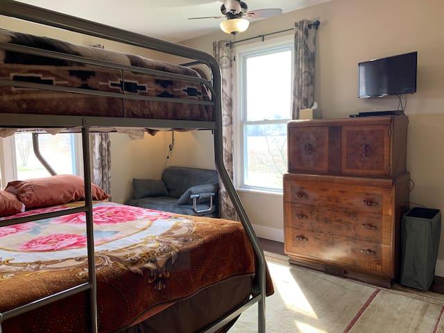 Bunk Room, w/Fold Out Sofa