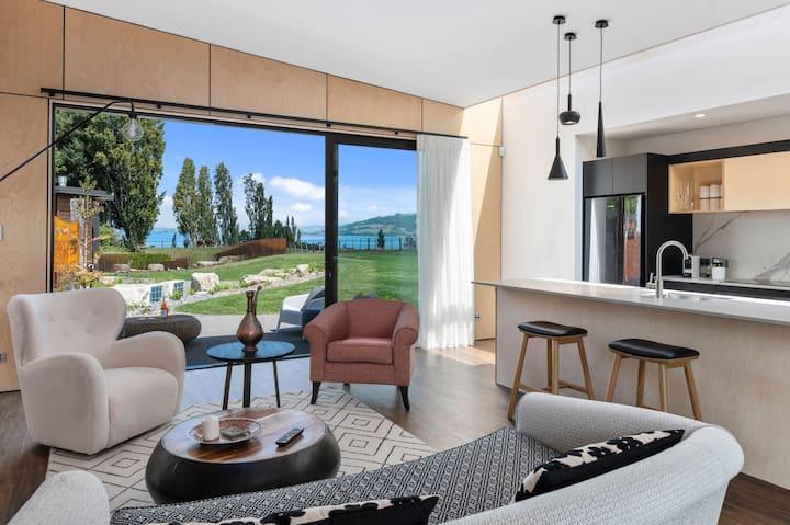 Lake views, rolling hills & modern art 1 bd Villa