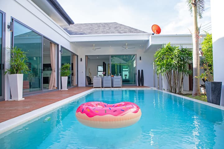 Dazzling Luxury Pool Villa, 3 bedrooms, Naiharn