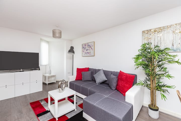 Hideaway Apartment - ME15, Sleeps 3 - Free Parking