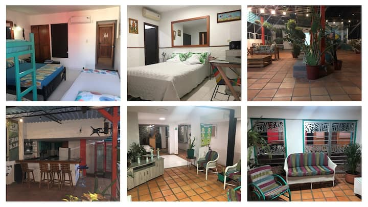 1-Habitación en HOTEL-PLAYA cerca-A/C-BAÑO PRIVADO