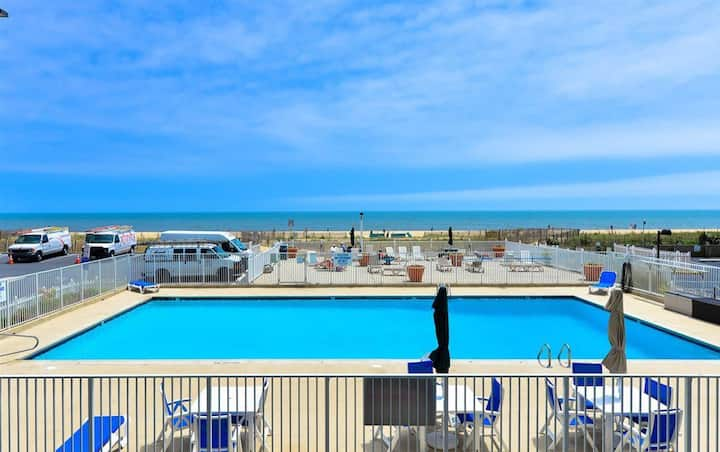 ⭐️Spacious Bay&Ocean Views, In&Outdoor Pool Tennis⭐️