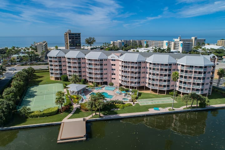 2/2 Across from Beach, Pool, Walk to everything!