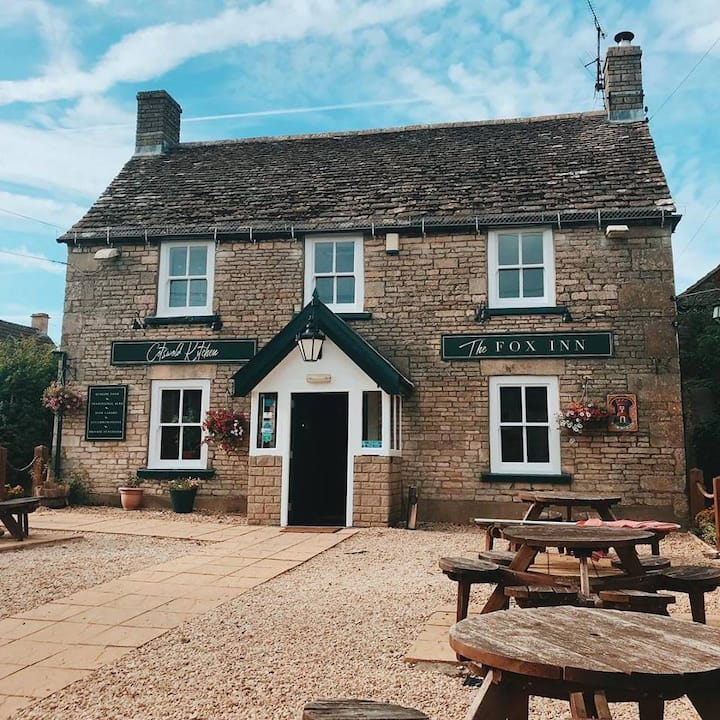 The Fox Inn Hawkesbury Upton on Cotswold Way RM 1