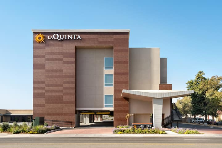 La Quinta Inn & Suites Double Queen Bedroom 3
