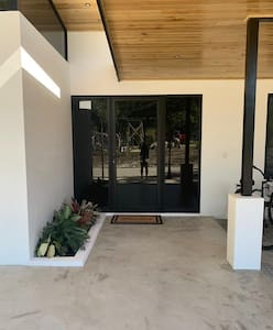 Wide, flat entrance with smooth concrete access. House is a bungalow with no steps and smooth concrete throughout. Great accessibility.