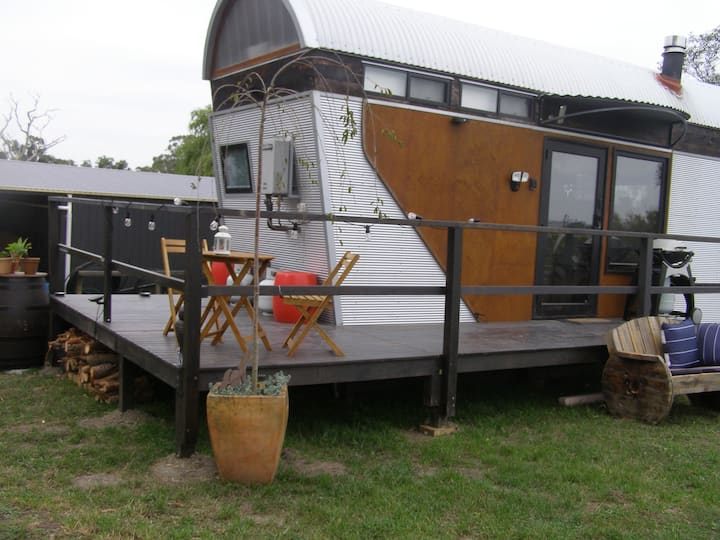 The Chevalier - Tiny House with views in Nyora