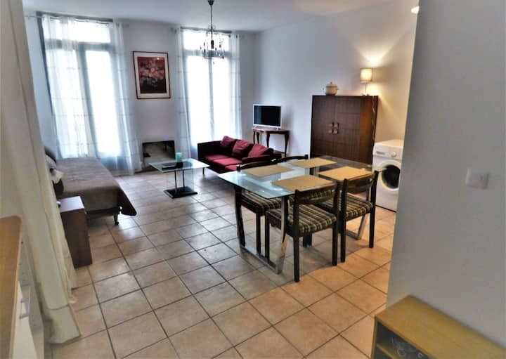 Reboul 4-One bedroom, single storey quite flat (42m2) with balcony-Optional garage-Historic Centre & 25 mn beaches