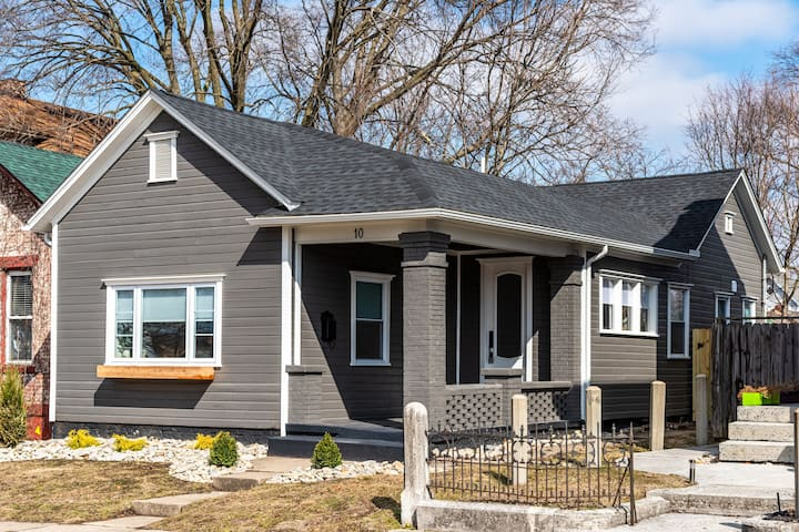 Luxury 3 bed/2 bath Bungalow Minutes From UD