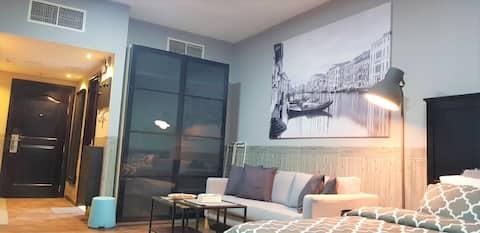 Corniche Suite Wonderful Sea View & Housekeeping