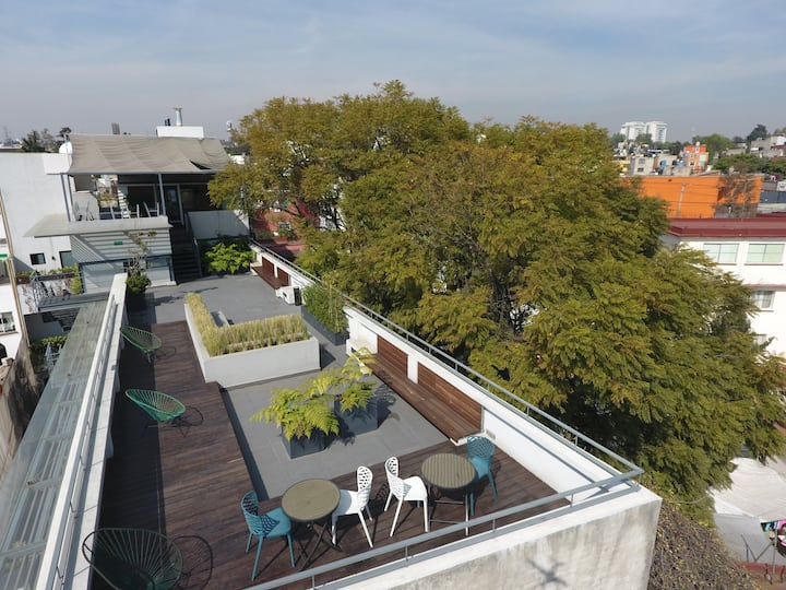Spacious suite w stunning views over Rooftop Deck