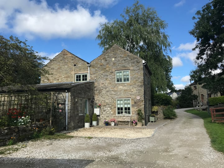 Stable Cottage - walkers/cyclists/dogs welcome!