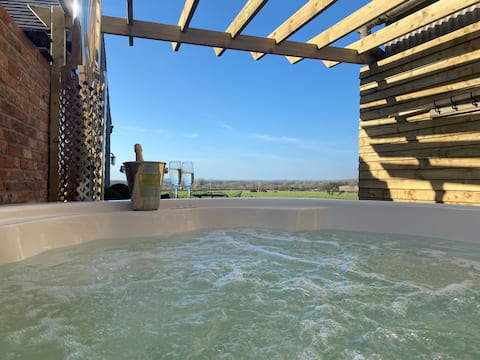 The Old Tractor Shed Luxury Private Hot tub
