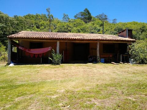 Linda Casa de Campo com Arroio e Cascatas