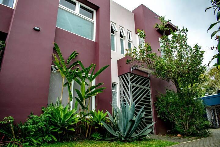 Azotea, segura, ventilada, bbq, oficina y jardín