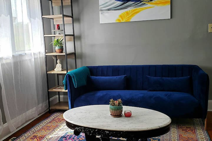 Cheerful and Sunny with a Private Porch Apt 2