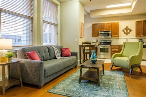 NOLA Central 1BR Apt with Laundry