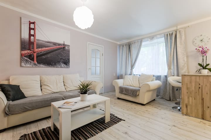 Light 2 rooms ,  5min with tram to OldCity !