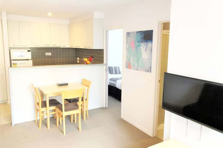 Quiet & Relaxing getaway 2 bedroom apt in the CBD