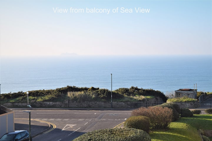 Sea View: Stunning balcony apartment by the beach