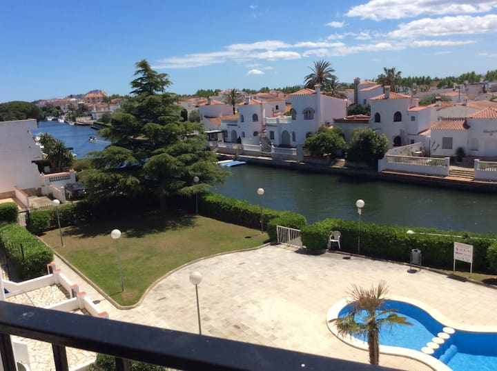 APARTMENT FLAMICEL with relaxing view of the canal