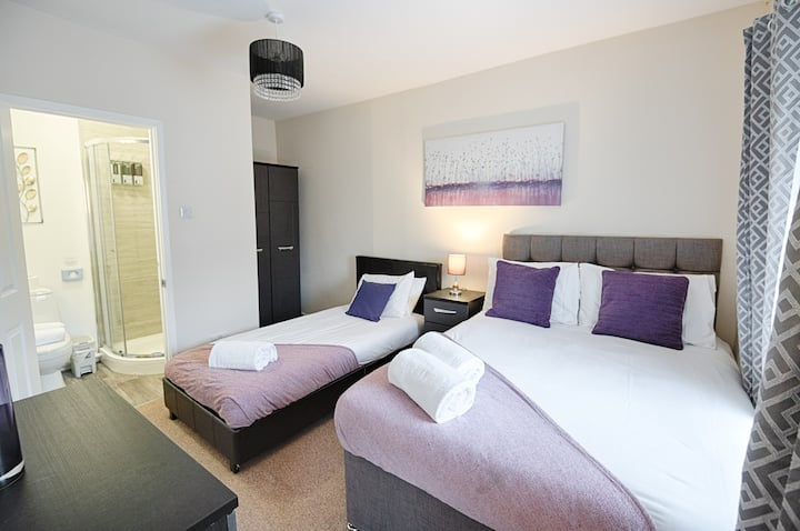 8 Bedrooms with Free Parking Swansea