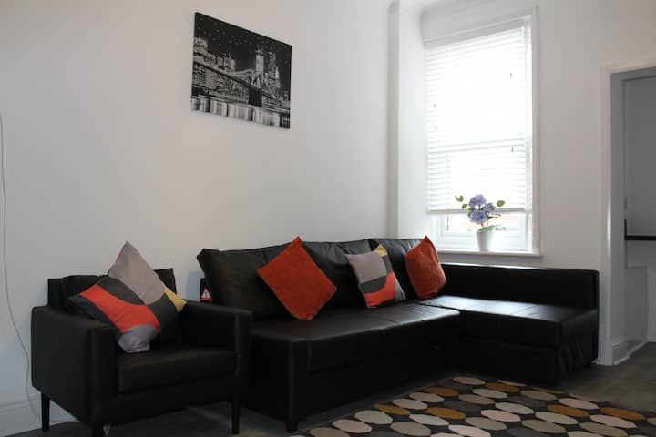 LARGE 4BED MAISONETTE CLOSE TO CITY PARKS AND