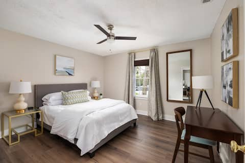 Holly Suite-Newly Renovated 2BR/1BA- Location!