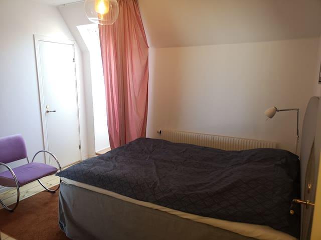 Bedroom 3. 140cm Qeensize bed.