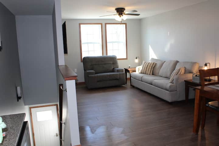 Upstairs 2 Bedroom/1 Bathroom Furnished Apartment