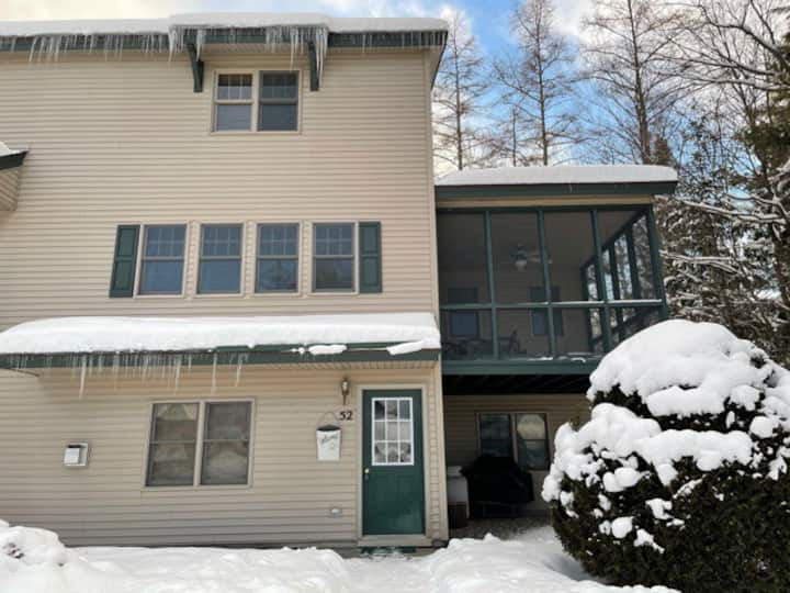Lovely fully equipped townhouse, 3 blocks to town