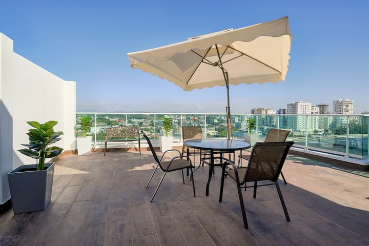 ✓DOWNTOWN | PRIVATE TERRACE PENTHOUSE | POOL & GYM