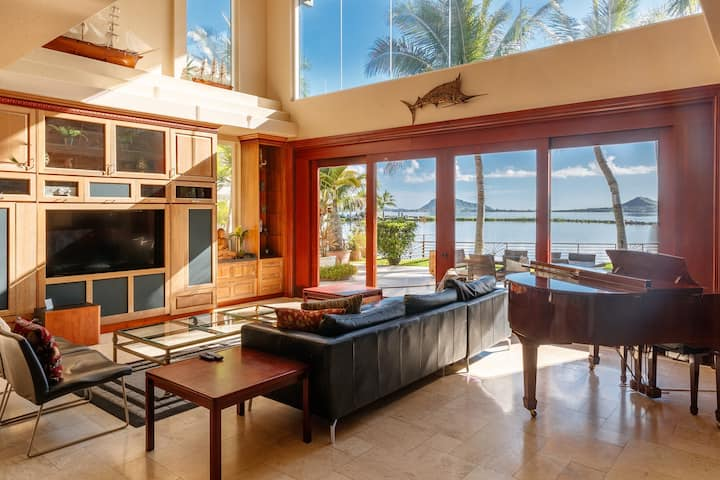 Sea Breeze Manor - AC, Pool, Amazing Views!