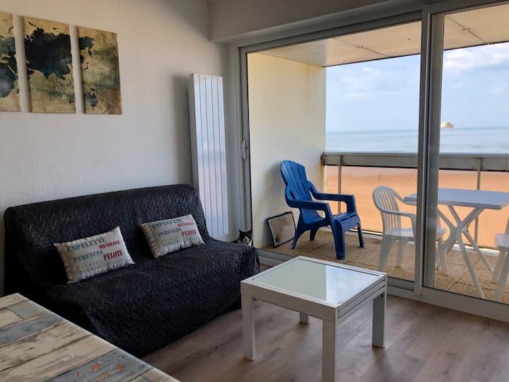 New. Appartement front de mer, terrasse, parking !