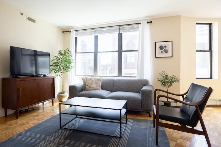 Financial District Luxury Loft - Newly Refreshed