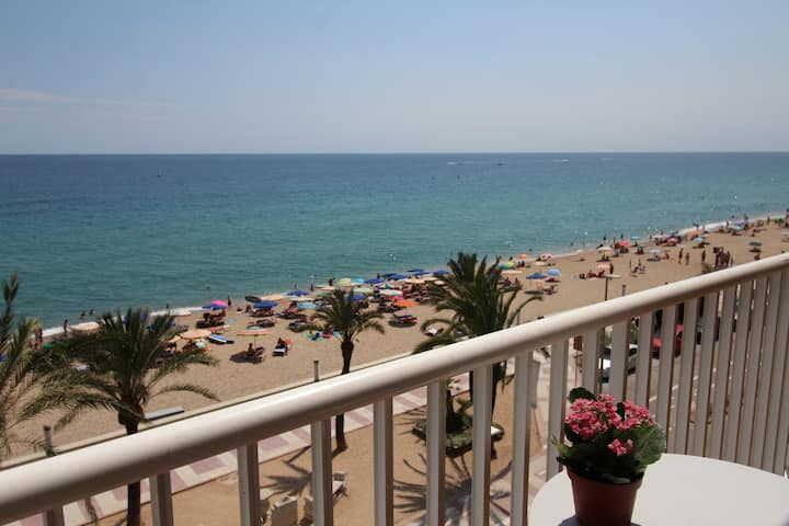 El Sorrall 1. 2 bedroom apartment. Sea views