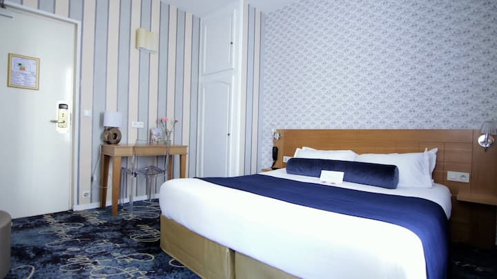 Spacious room with kitchenette, breakfast included